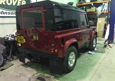 Land Rover Defender 04